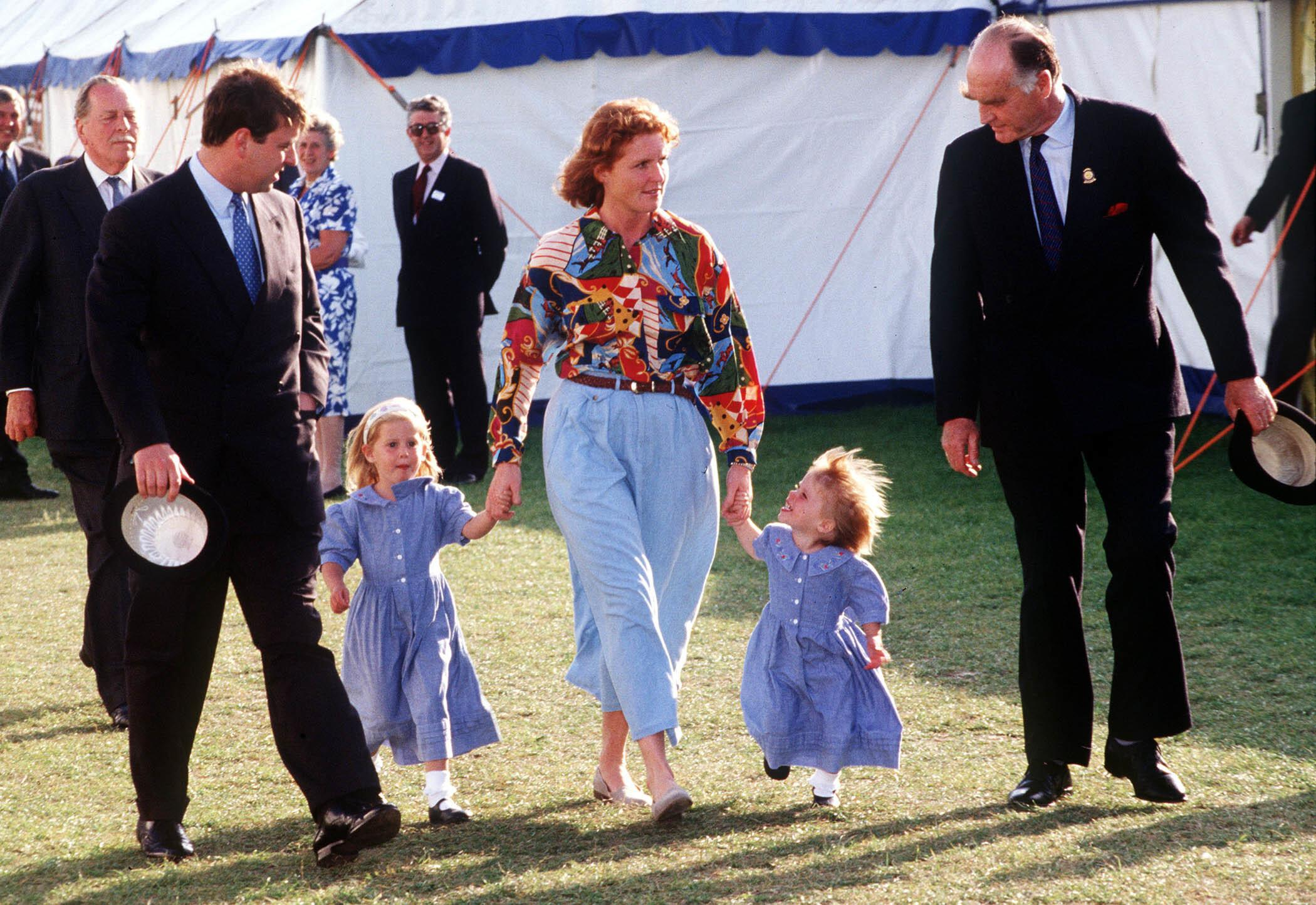 Major Ron Ferguson walks with his daughter, Sarah Ferguson, Prince Andrew and their children, Beatrice and Eugenie, at Windsor Horse show. Full length, suit, blue dress, children, royals ©Anwar Hussein/allaction.co.uk