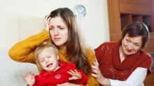 Una madre no necesita que la censuren: qué hacer ante las críticas de los 'opinólogos' sobre la crianza de tus hijos