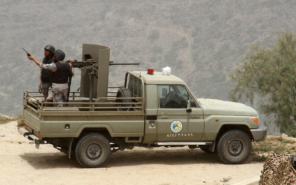 Saudi border guards at the Saudi-Yemeni border, in southwestern Saudi Arabia on April 6, 2015