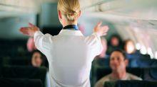 Good News des Tages: Stewardess wird von Vater während der Feiertagsschicht begleitet