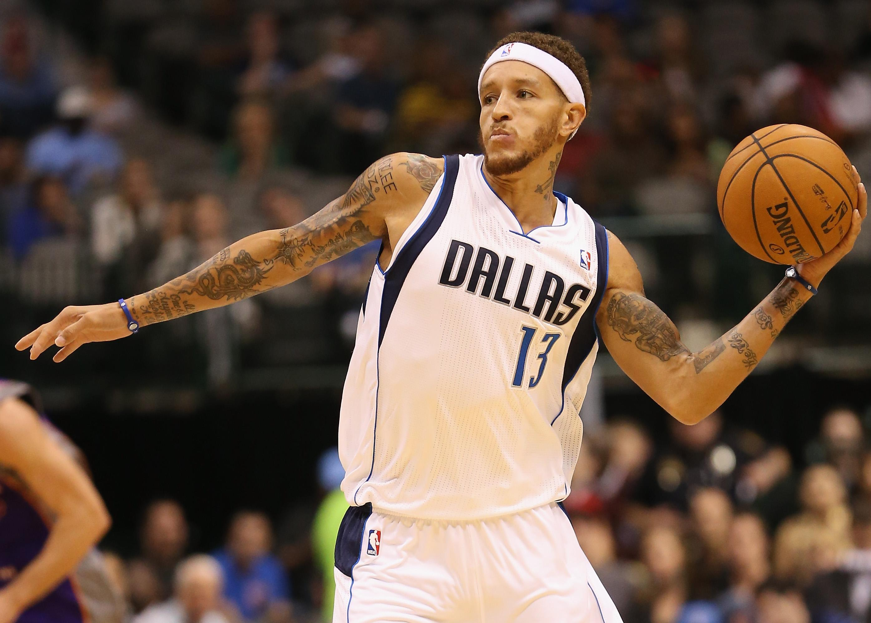 Mavericks owner Mark Cuban picks up Delonte West at gas station, offers to pay for rehab thumbnail