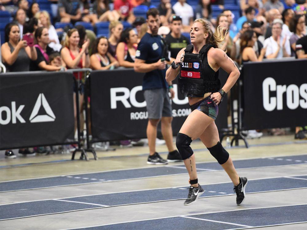 """Platz 8 der Frauen: Bei den CrossFit Games 2017 darf sich Tennil Reed-Beuerlein in knallharten Disziplinen wie """"Back Squat"""", """"Deadlift"""" und """"Clean and Jerk"""" unter Beweis stellen. (Bild-Copyright: Photo courtesy of CrossFit Inc.)"""