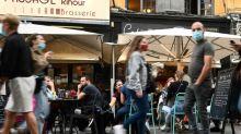 """Francia prepara """"medidas difíciles"""" frente al récord de contagios"""