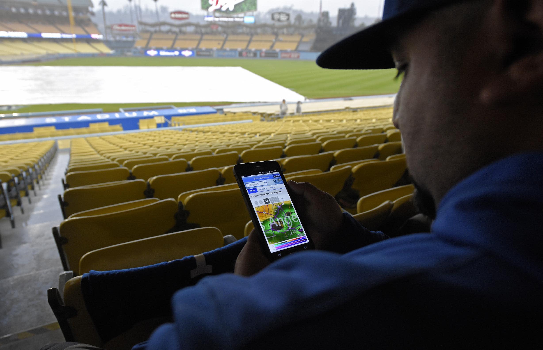 Say what? Rare rain delay at Dodger Stadium