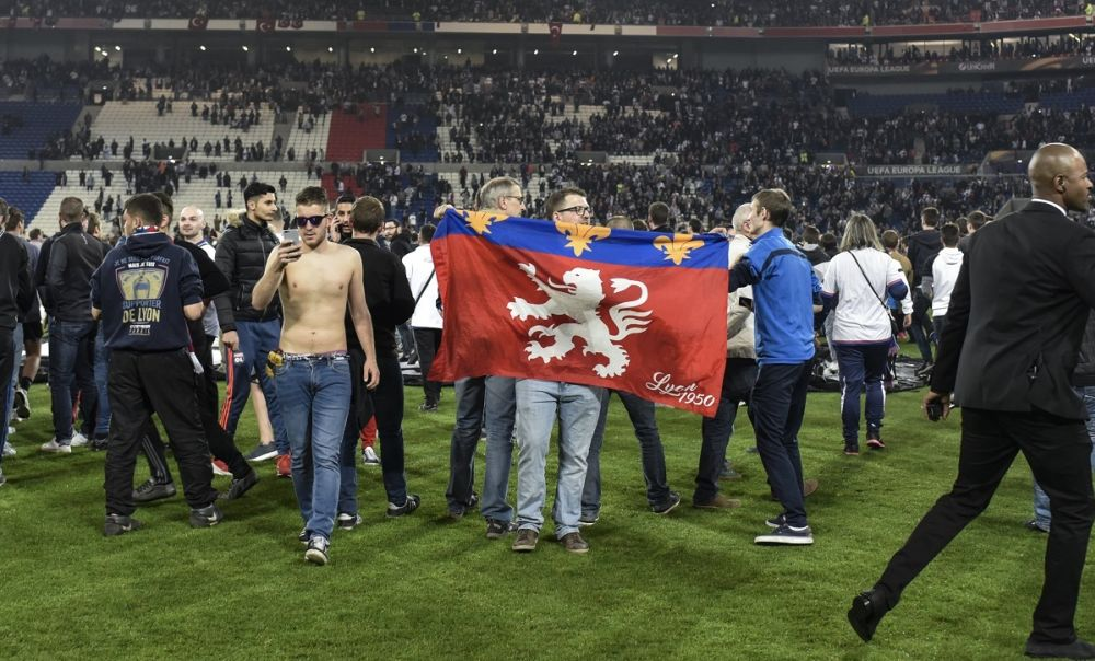 L'UEFA sanctionne durement l'OL et Besiktas