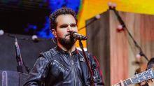 """Luciano Camargo, após cantar gospel, será batizado: """"Sou um cristão quente"""""""
