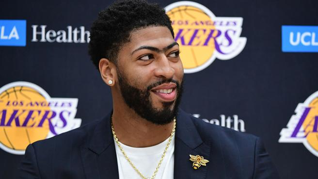 Anthony Davis speaks on the Chicago hoops scene at Nike Rise Camp: 'We are the Mecca of Basketball'
