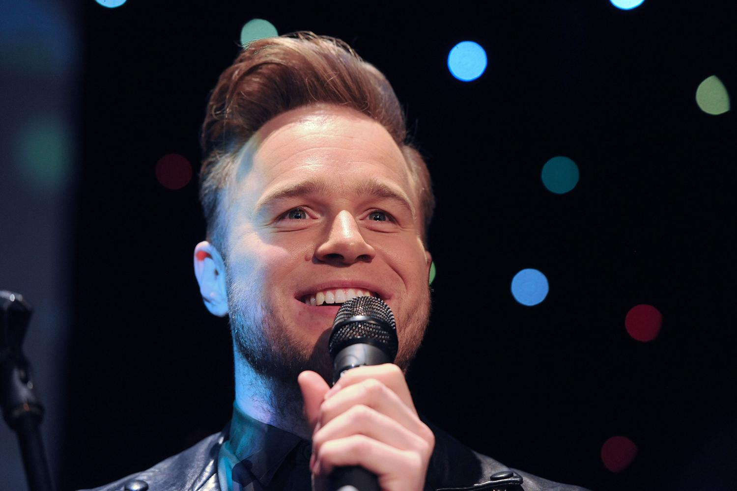 olly murs 39 using online dating app after melanie sykes split 39. Black Bedroom Furniture Sets. Home Design Ideas