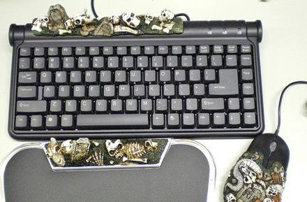 "Evergreen's Goth Keyboard for ""meat-loving people"""