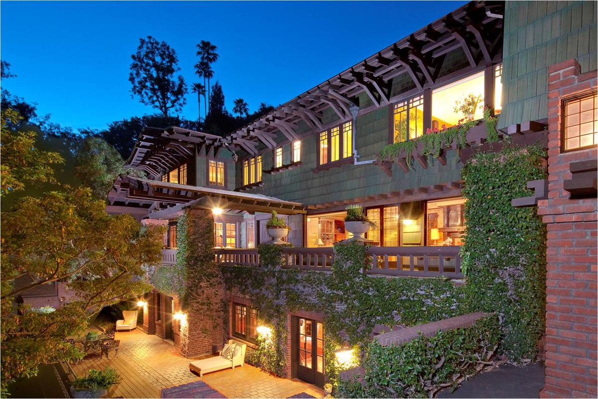 <p>Artemesia has been on the market just four times in over 100 years. Current owner Leonard Fenton has been restoring it for almost 30 years. <br></p>
