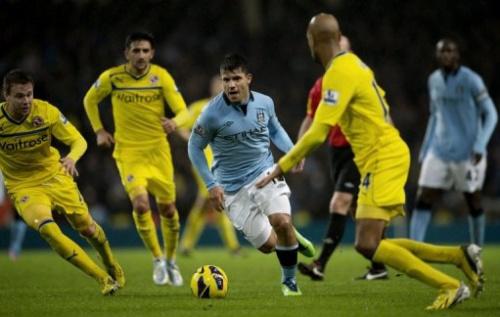 Con un gol agónico anotado por el centrocampista Gareth Barry (90+3), Manchester City derrotó 1-0 al colista Reading.