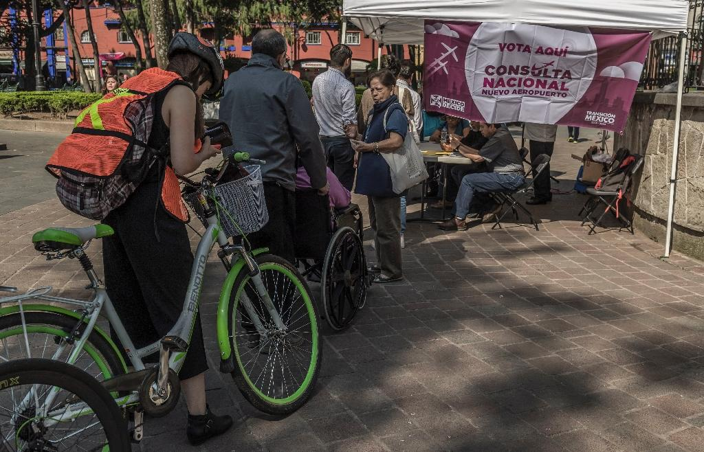 Mexicans line up to vote on the referendum (AFP Photo/Omar TORRES)