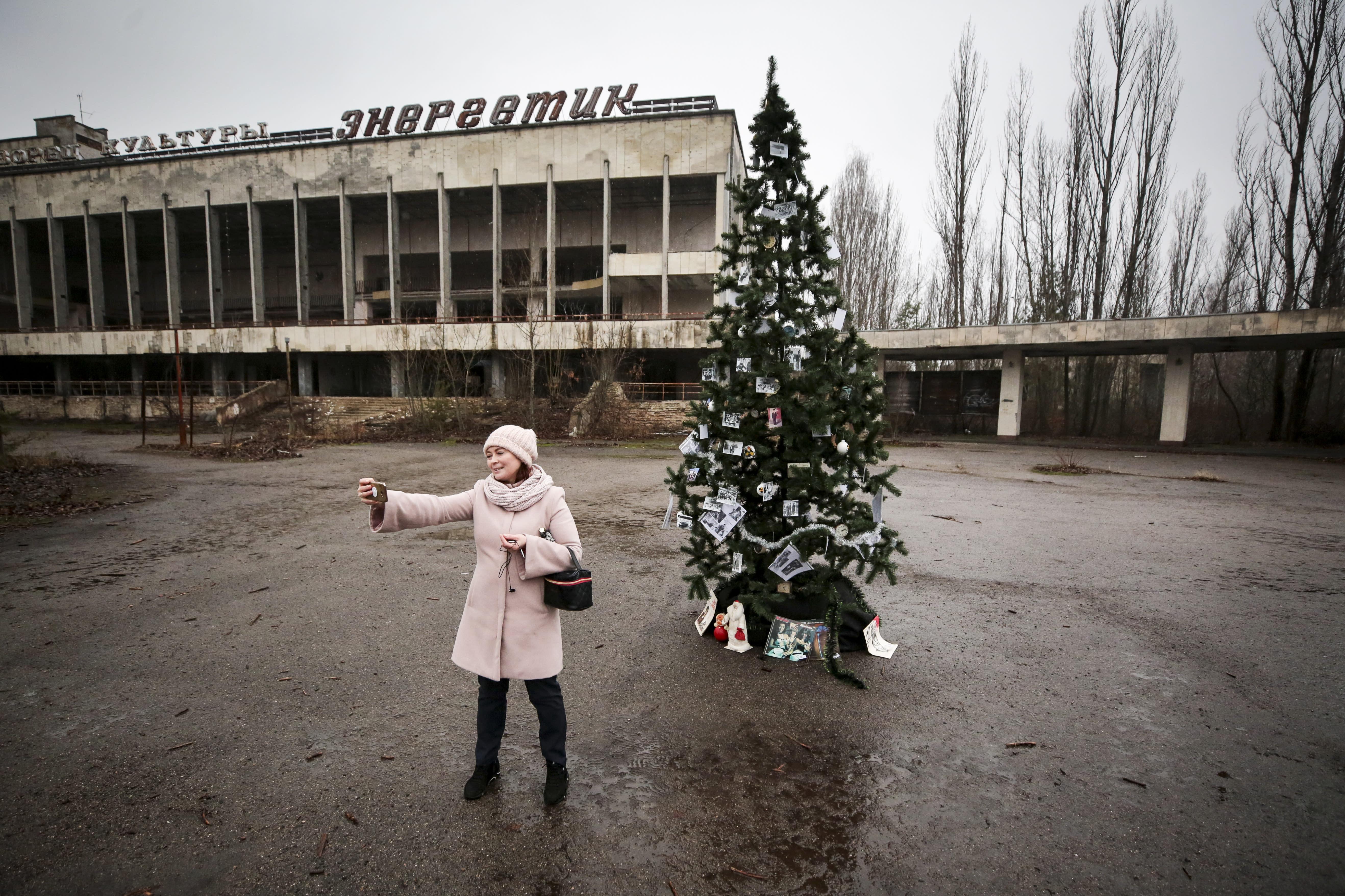 Albero Di Natale Yahoo.Chernobyl Un Albero Di Natale Nella Citta Fantasma
