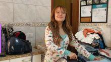 Larissa Manoela faz live passando roupas e diverte seguidores