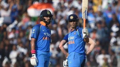 MS Dhoni and Yuvraj Singh mentor the Indian team in absence of a coach