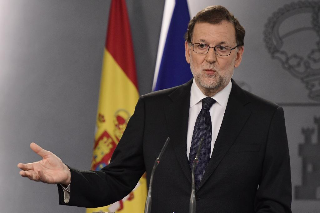 Spanish Prime Minister Mariano Rajoy speaks at a press conference at the Moncloa Palace in Madrid on October 25, 2016 after a meeting with the Spanish King Felipe VI (AFP Photo/Javier Soriano)