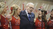 """Warren Buffett se sincera sobre la universidad: """"No estoy seguro de que tenga sentido, al menos para mí"""""""