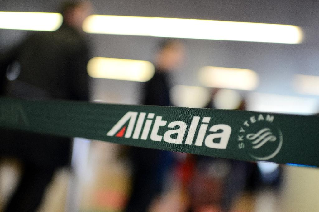 Alitalia announced the cancellation of 142 flights due to the strike by part of its staff protesting the ending of certain employee benefits