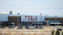 Ações da Tesla chegam a cair 15% após rali histórico