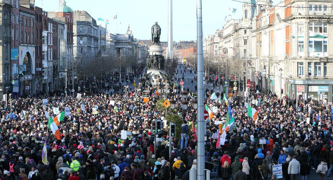 Thousands of people protest in Dublin on January 31, 2015, against the introduction of water charges (AFP Photo/Paul Faith)