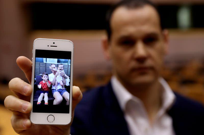 """EU lawmakers urge Japan to end parental child """"abductions"""""""
