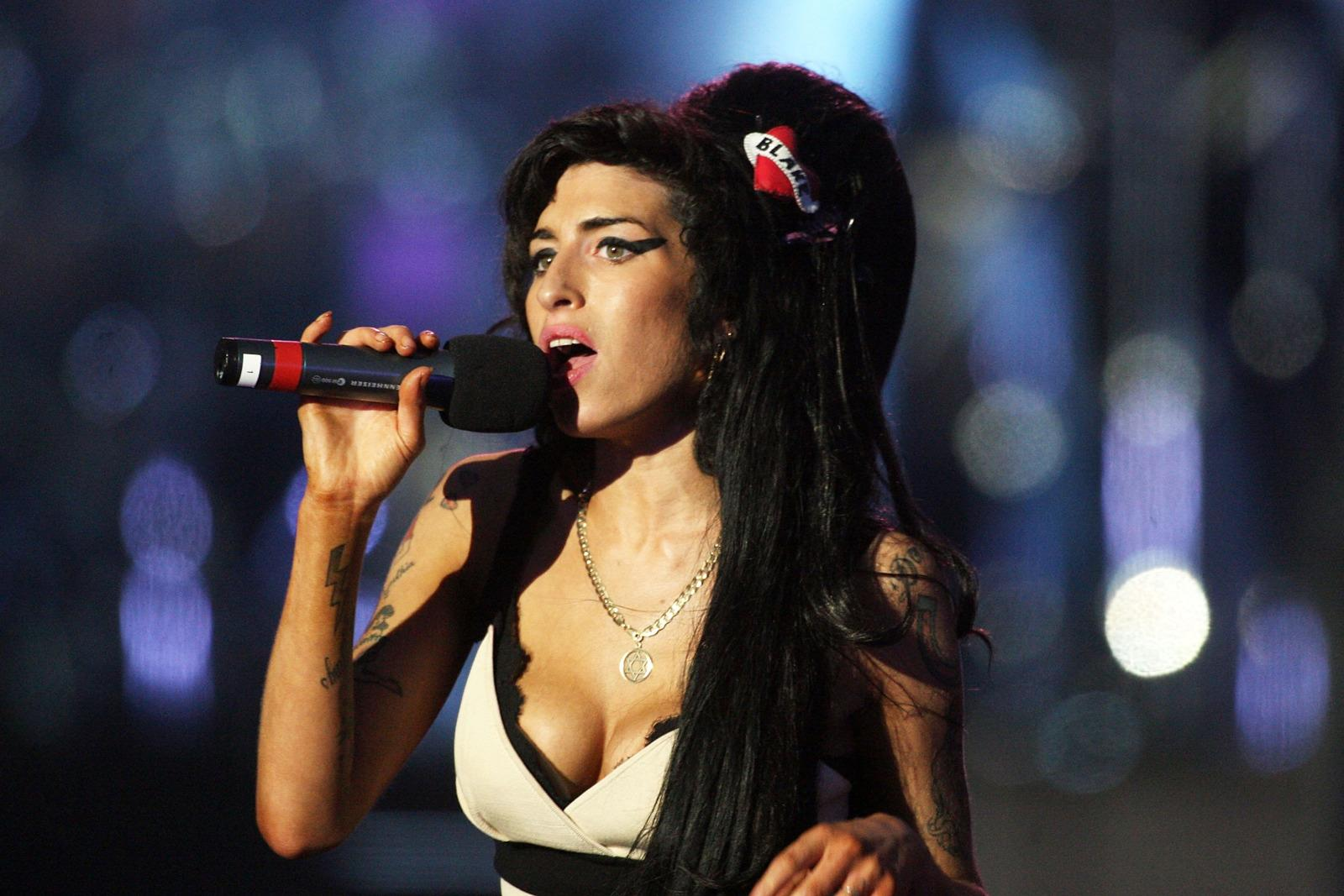 Amy Winehouse Leaked Photos amy winehouse biopic in the works from lily allen's producer