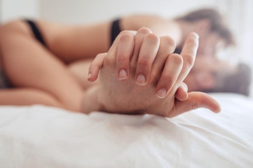 春天賴床就對了!10個令男人受不住的性感調情動作