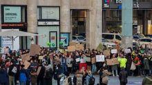 """""""Man klaut uns die Zukunft"""": Junge Kölner demonstrieren am Hauptbahnhof"""