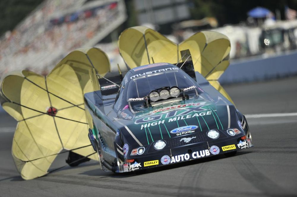 John Force qualifies No. 1 in Funny Car