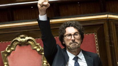 Forza Italia e Fratelli d'Italia salvano il Governo