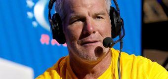 Favre's call to Mahomes amid concussion debate