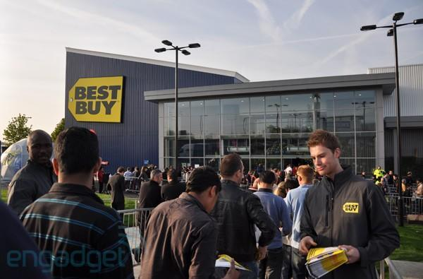 Best Buy announces fourth quarter net loss of $377 million, no rescue bid coming from founder