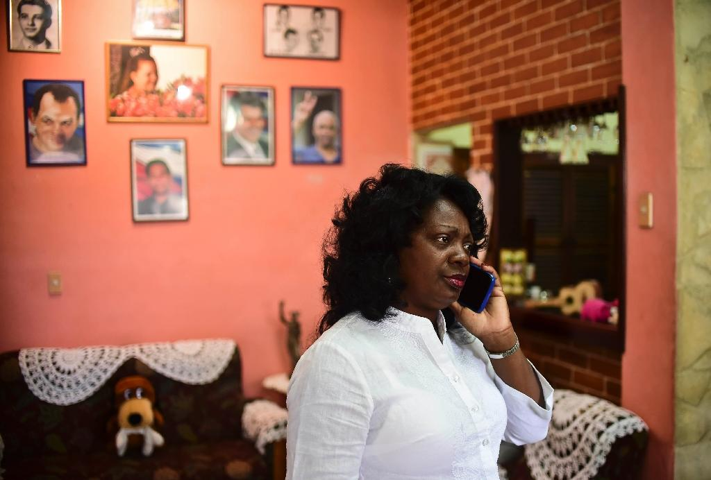 Cuban dissident, leader of the Human Rights organization Ladies in White, Berta Soler, speaks during a interview in Havana, on November 27, 2016 (AFP Photo/RONALDO SCHEMIDT)