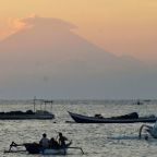 Volcano on Indonesia's Bali island at highest alert level, thousands evacuated