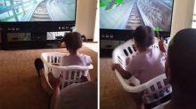 Pai leva filha para a montanha-russa sem sair de casa