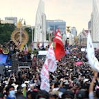 Thousands of anti-government demonstrators rally in Bangkok as tensions rise