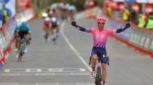 Michael Woods gana la 7ª etapa de la Vuelta, Carapaz resiste de rojo