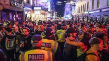 Riaprono i pub londinesi: è il caos