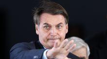 Bolsonaro proíbe jornalista da Folha de fazer pergunta e emenda ofensa: 'Cala a boca!'