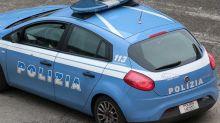 Milano, autobus travolge due volanti della polizia: tre agenti feriti
