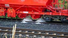 Güterzug verliert gesundheitsgefährdendes weißes Pulver