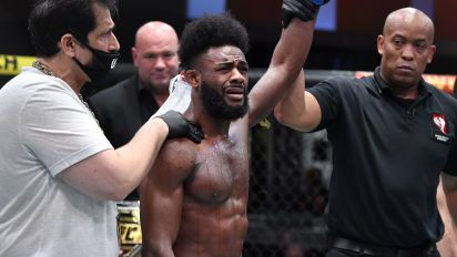 Petr Yan loses UFC title on brutal illegal knee