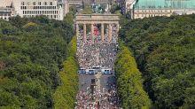 Covid, folla al raduno dei negazionisti a Berlino