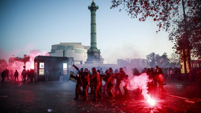 """Loi """"sécurité globale"""": au moins 46 interpellations en marge de la manifestation à Paris"""