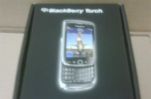 BlackBerry Torch already showing up in some AT&T stores?