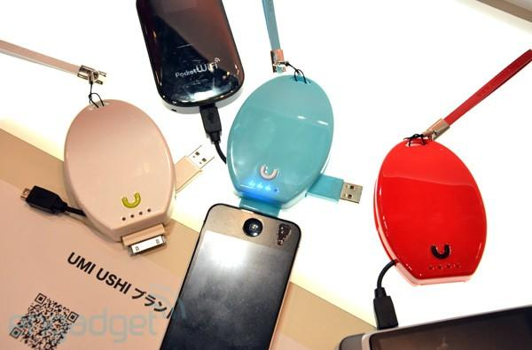 Umiushi Smapho 2800 portable charger hands-on: one plug for iPhone, another one for micro-USB