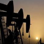 Oil climbs over 4% on signs of increasing crude demand