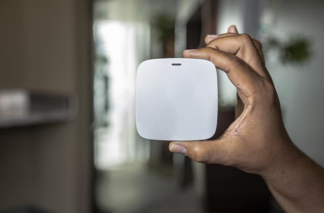 Qualcomm's next-gen mesh network tech supports palm-sized routers