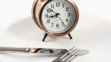 Una experta en crononutrición explica por qué niños y mayores debemos dejar de cenar después de las 9