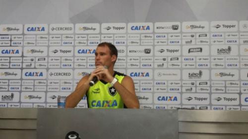 Carli prevê rival 'fechado' para o jogo da Libertadores e valoriza estratégia